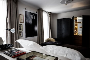 Superior Room (Deluxe Pigalle 22)
