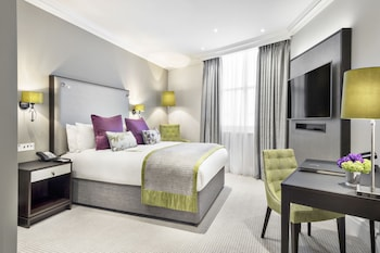 Premium Family Room, 1 King Bed and 1 Sofa Bed