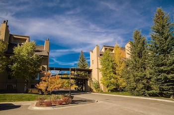Hotel - Elkhorn Village