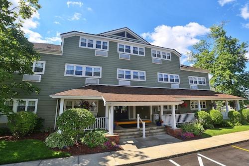 . Ivy Court Inn & Suites