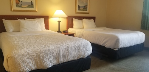 . La Quinta Inn by Wyndham Indianapolis Airport Executive Dr