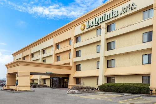 . La Quinta Inn & Suites by Wyndham Chicago Gurnee