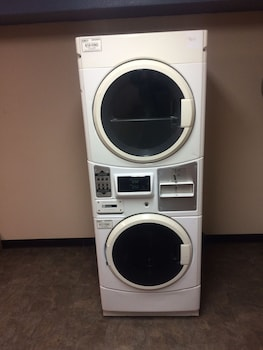 Super 8 by Wyndham Fort Madison - Laundry Room  - #0