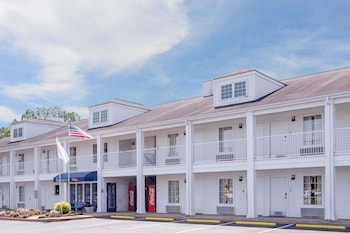 Baymont Inn & Suites Albany at Albany Mall
