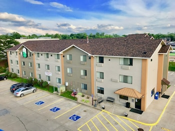 Hotel - Quincy Inn and Suites