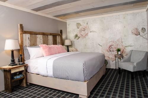 . Vintage Block Inn & Suites