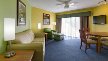 Family Suite, 1 Bedroom, Kitchen, Poolside