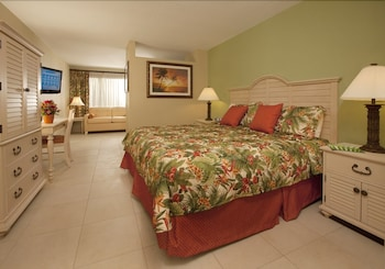 Comfort Studio, 1 King Bed with Sofa bed, Poolside