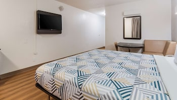 Deluxe Suite, 1 King Bed, Non Smoking, Kitchenette
