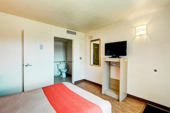 Deluxe Room, 1 Queen Bed, Non Smoking, Refrigerator