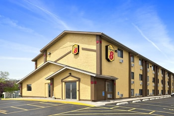 Super 8 by Wyndham Cedar Rapids photo