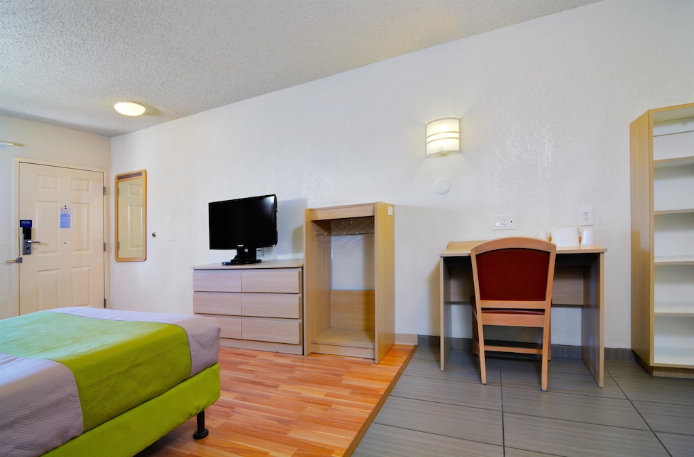 Standard Room, Multiple Beds, Accessible, Smoking