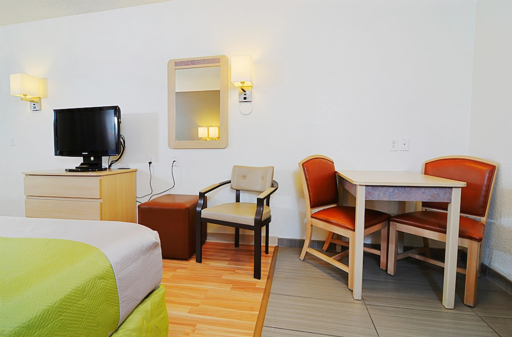 Deluxe Suite, 1 King Bed, Non Smoking, Refrigerator & Microwave