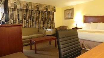 Suite, Multiple Beds, Non Smoking (2 Queen Beds & 1 King Bed)