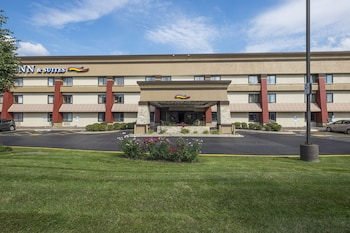 Baymont Inn & Suites Chicago / Alsip photo