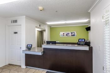 北阿布奎基 6 號開放式公寓飯店
