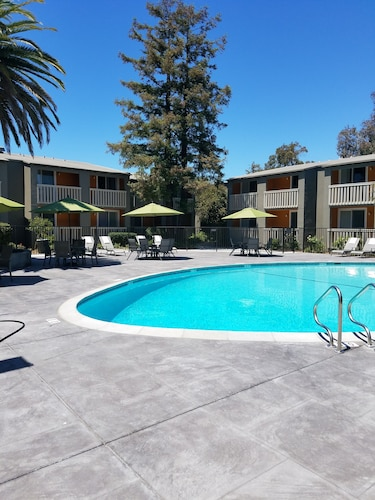 . Good Nite Inn - Redwood City