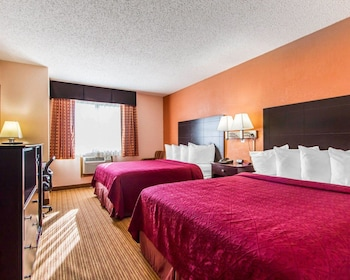 Quality Inn And Suites Ottumwa - Guestroom  - #0