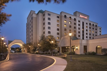 Top 25 Hotels Near Brooklyn Park Indoor Golf And Sports Center In