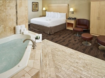 Suite, 1 King Bed, Non Smoking (Jacuzzi)
