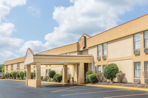 . Super 8 by Wyndham Knoxville Downtown Area