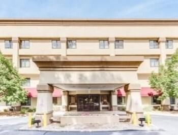 卡拉馬祖貝蒙特套房飯店