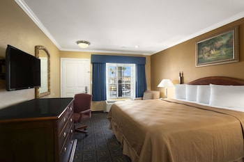 Guestroom at Howard Johnson by Wyndham San Diego State University Area in San Diego