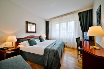 Double Room (Air-Condition)