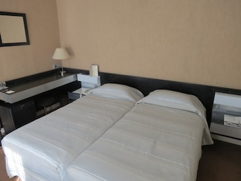 5- Superior Room Twin Beds 1-2 persons