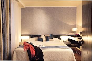4- Superior room, queen bed