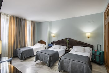 Double Room, 3 Twin Beds (2 adults and 1 child)