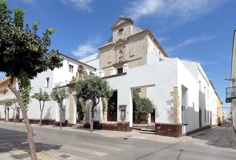 Monasterio de San Miguel, Featured Image