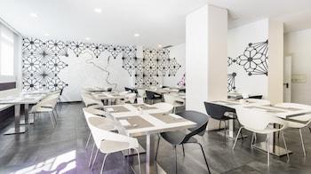 Hotel ILUNION Romareda - Breakfast Area  - #0