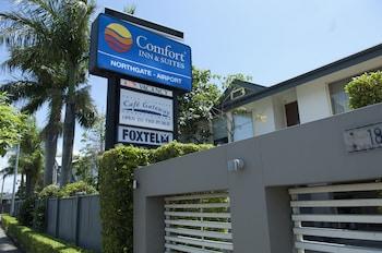Guestroom at Comfort Inn & Suites Northgate Airport in Northgate