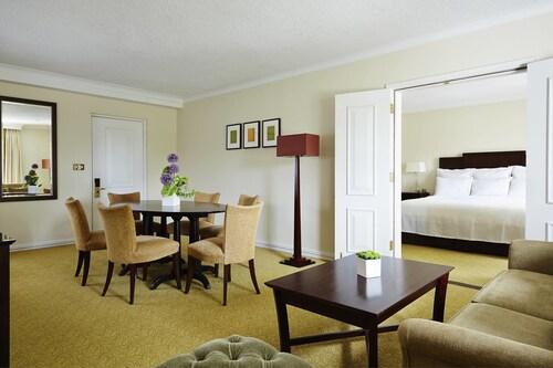 . Tudor Park Marriott Hotel & Country Club