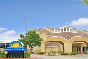 Hotel - Days Inn and Suites by Wyndham St. Louis/Westport Plaza