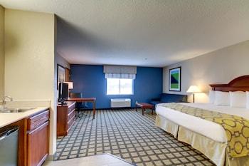 Baymont Inn & Suites Galesburg - Guestroom  - #0