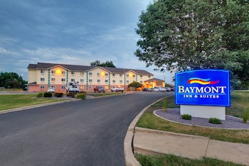 Baymont Inn & Suites Galesburg - Featured Image  - #0