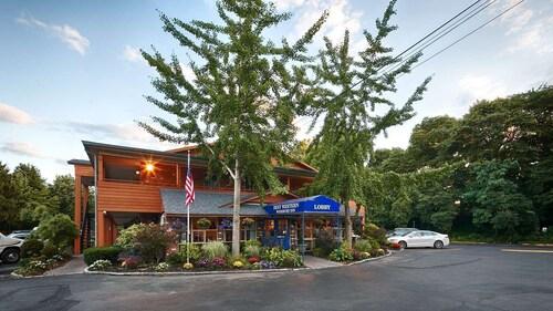 . Best Western Woodbury Inn