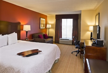 Guestroom at Hampton Inn Baltimore/White Marsh in Baltimore