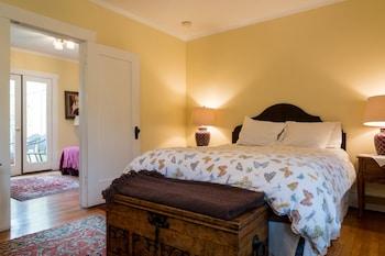 Room, Private Bathroom (Nightingale)