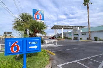 Motel 6 Las Vegas - Tropicana photo
