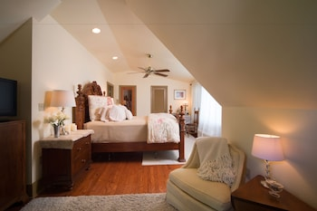 Deluxe Suite, 1 Queen Bed (with Spa (Treehouse))