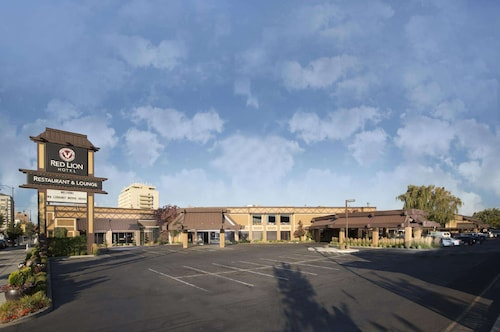 . Red Lion Hotel Yakima Center