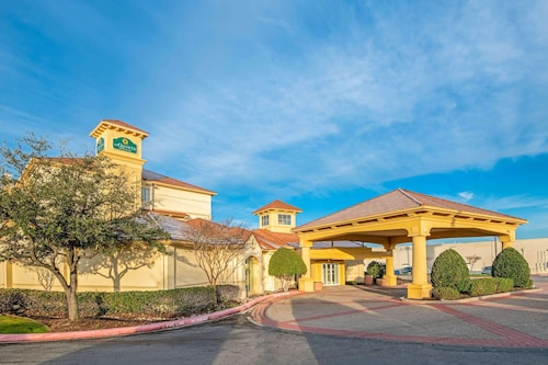 . La Quinta Inn & Suites by Wyndham Sherman