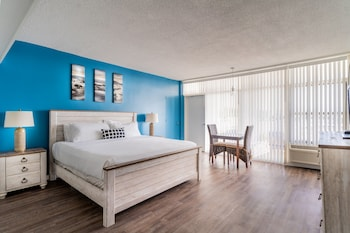 Premier Room, 1 King Bed, Balcony, Marina View