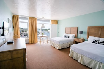 Deluxe Room, 2 Double Beds, Kitchenette, Marina View