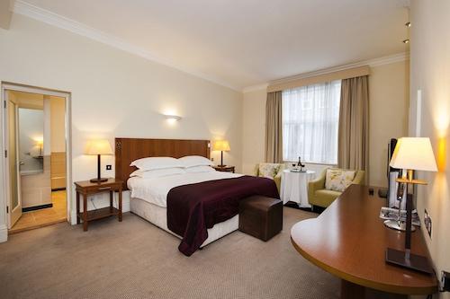 __{offers.Best_flights}__ Macdonald Burlington Hotel