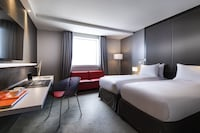 Superior Room (View of La Defense)