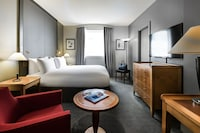 Classic Room (View of La Defense)